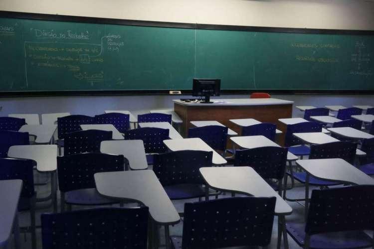 Estudantes do ensino médio e do ensino de jovens e adultos da rede estadual são os primeiros a retornarem  (Foto: Reprodução)