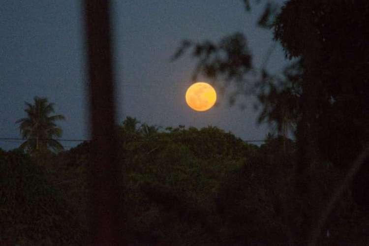 Lua cheia registrada nesta segunda-feira,3 (Foto: @astronomicaMENTE)