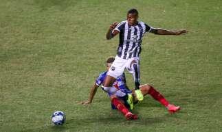 Ceará e Bahia decidiram a Copa do Nordeste 2020. Cléber é marcado pelo jogador do Esquadrão.