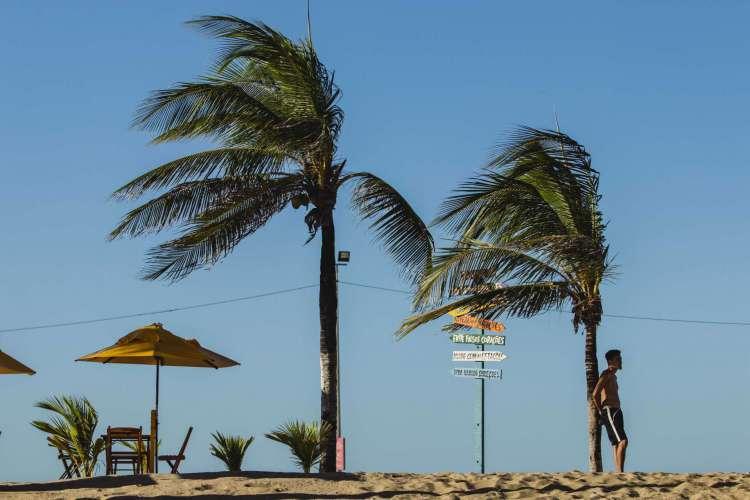 Marinha alerta para possibilidade de ventos de 60 km/h no litoral cearense até o dia 23 (Foto: Aurelio Alves/ O POVO)