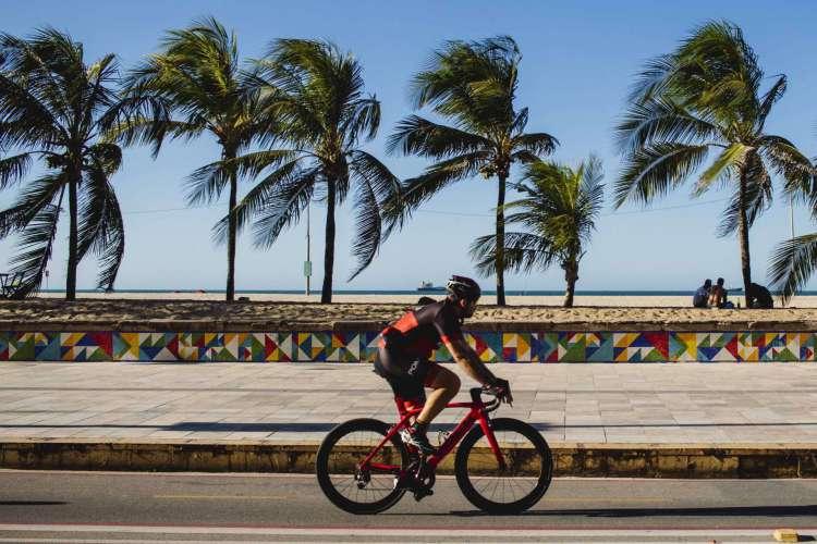 FORTALEZA-CE, BRASIL, 04-08-2020:  Ventos na orla de fortaleza ate 60KM, na Praia de Iracema.  (Foto: Aurelio Alves/ O POVO)