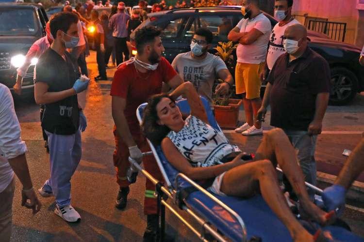 Vítimas ainda estão sendo resgatadas de prédios que desabaram com a explosão em Beirute, no Líbano (Foto: IBRAHIM  AMRO / AFP)