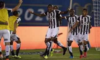 Ceará é bicampeão invicto da Copa do Nordeste, após vencer segundo jogo contra o Bahia por um 1 a 0, na terça-feira, 4 de agosto, em Pituaçu. Cléber comemora o gol da vitória.