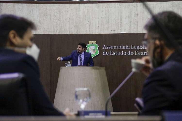 """André Fernandes criticou o que chama de """"ideologia de gênero"""" em proposta do Governo do Ceará (Foto: Thais Mesquita)"""