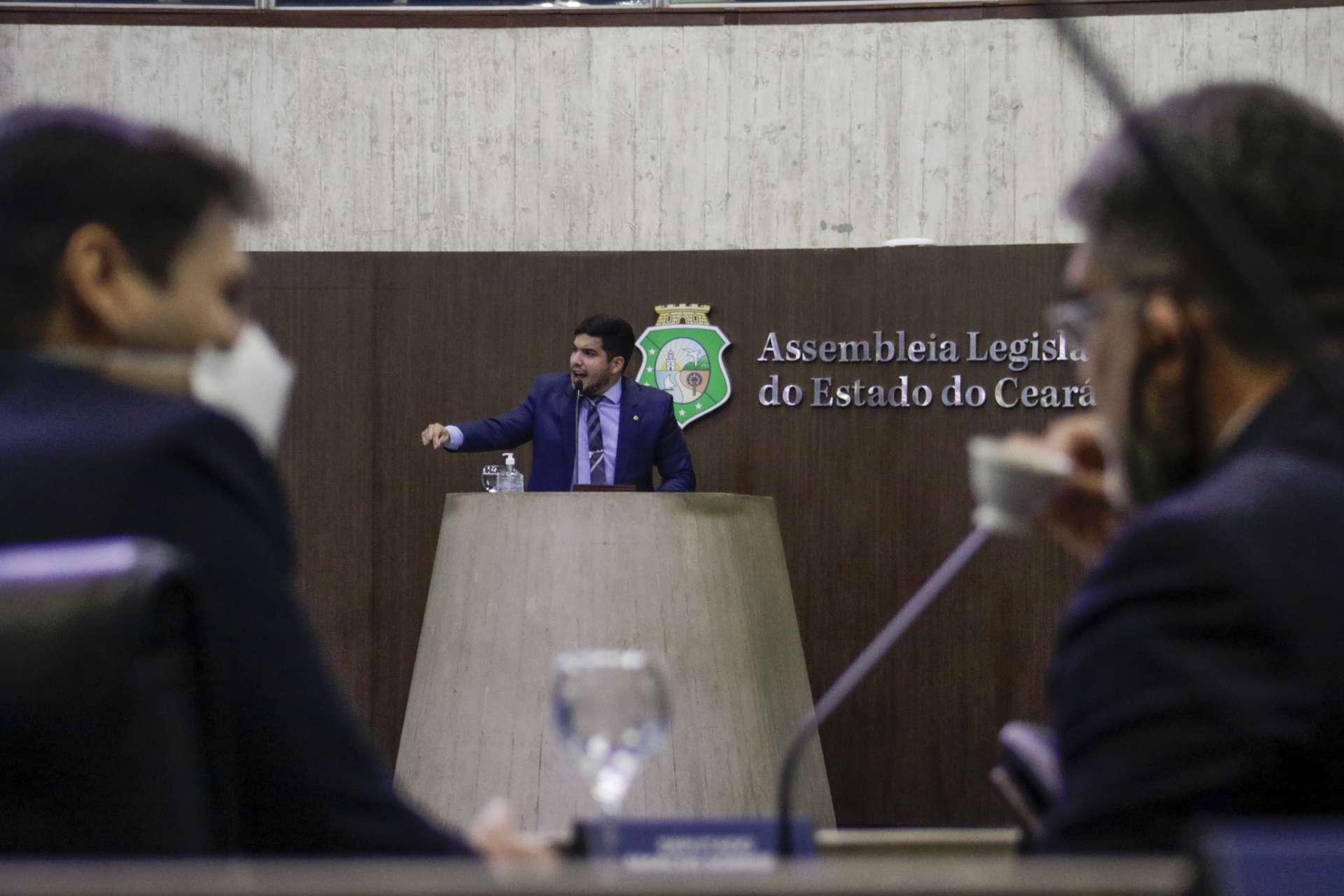 André Fernandes terá suspensão decidida hoje pelos colegas de Poder Legislativo