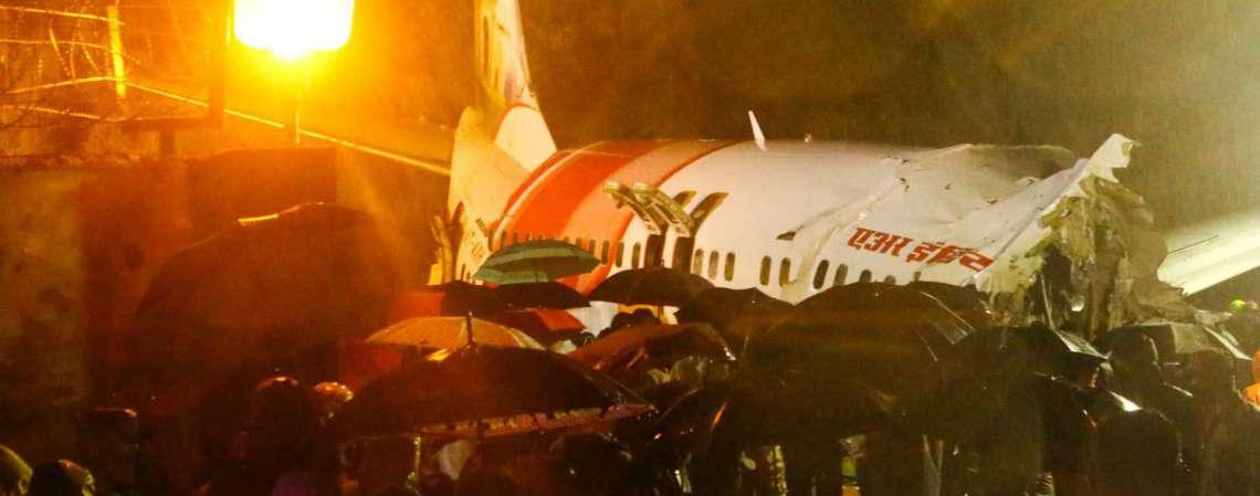 Avião da Air India Express saiu de Dubai rumo a Calicute (Foto: Favas JALLA / AFP)