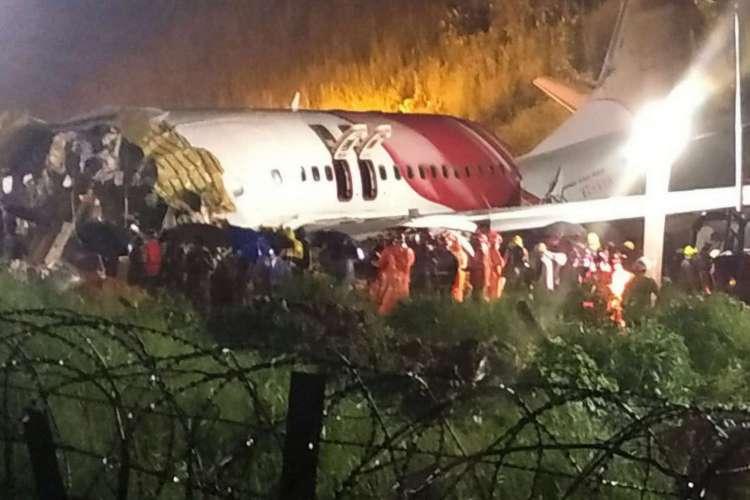 Queda de avião na Índia deixa pelo menos 17 mortos (Foto: AFP)