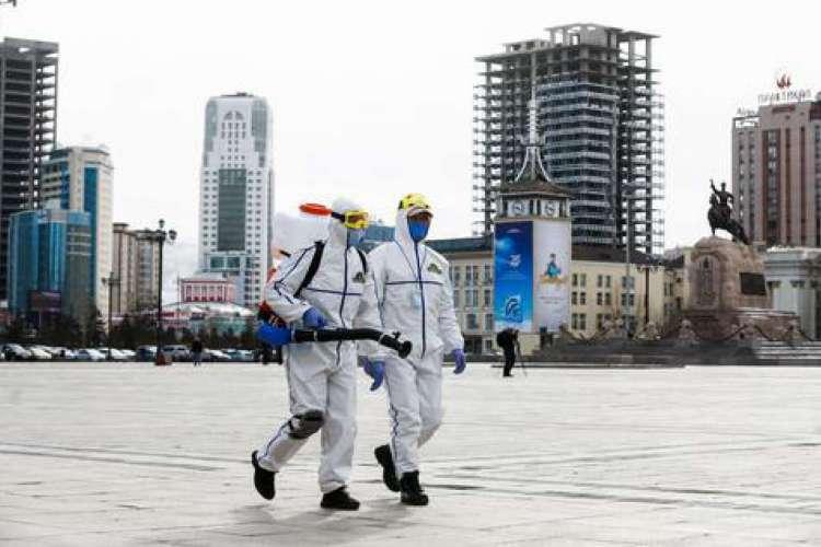 As casas da localidade deverão passar pela desinfecção todos os dias  (Foto: BYAMBASUREN BYAMBA-OCHIR/AFP)