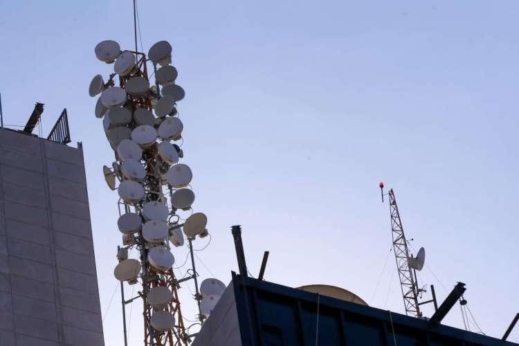 Claro, TIM e Vivo comprarão apenas a parte de serviços móveis da Oi, que continuará atuando com telefonia fixa, internet e TV por assinatura (Foto: Marcelo Camargo/Agência Brasil)