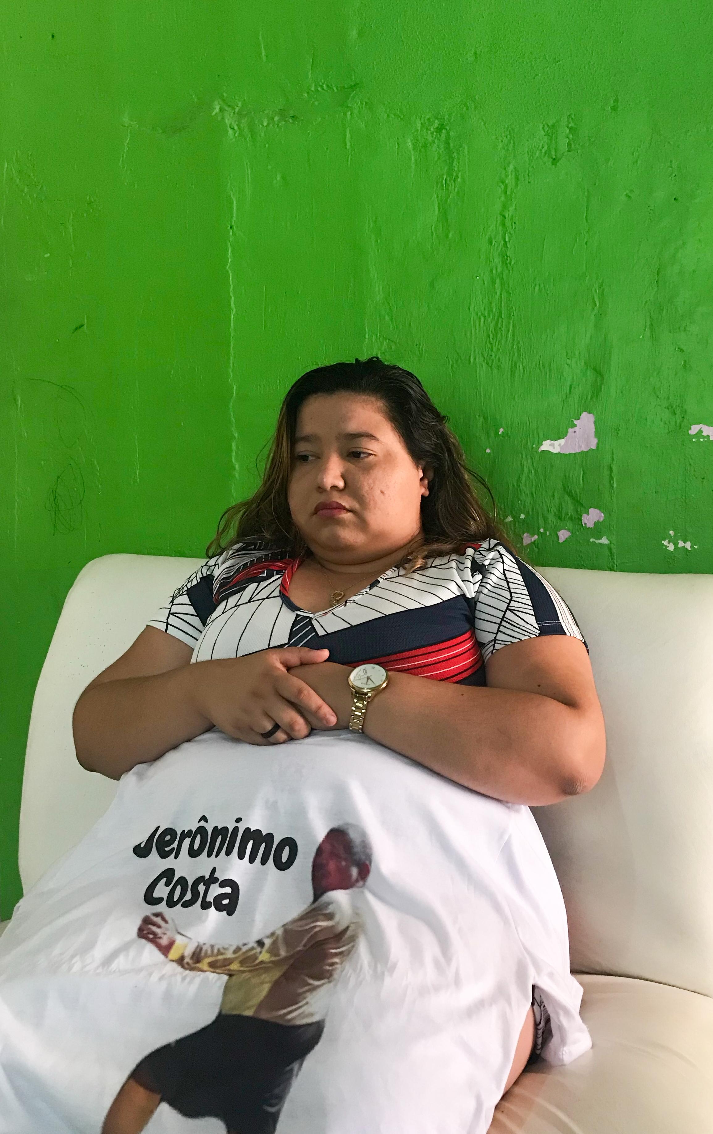 Lisandra Simplício, 24, que perdeu o tio brincalhão na pandemia