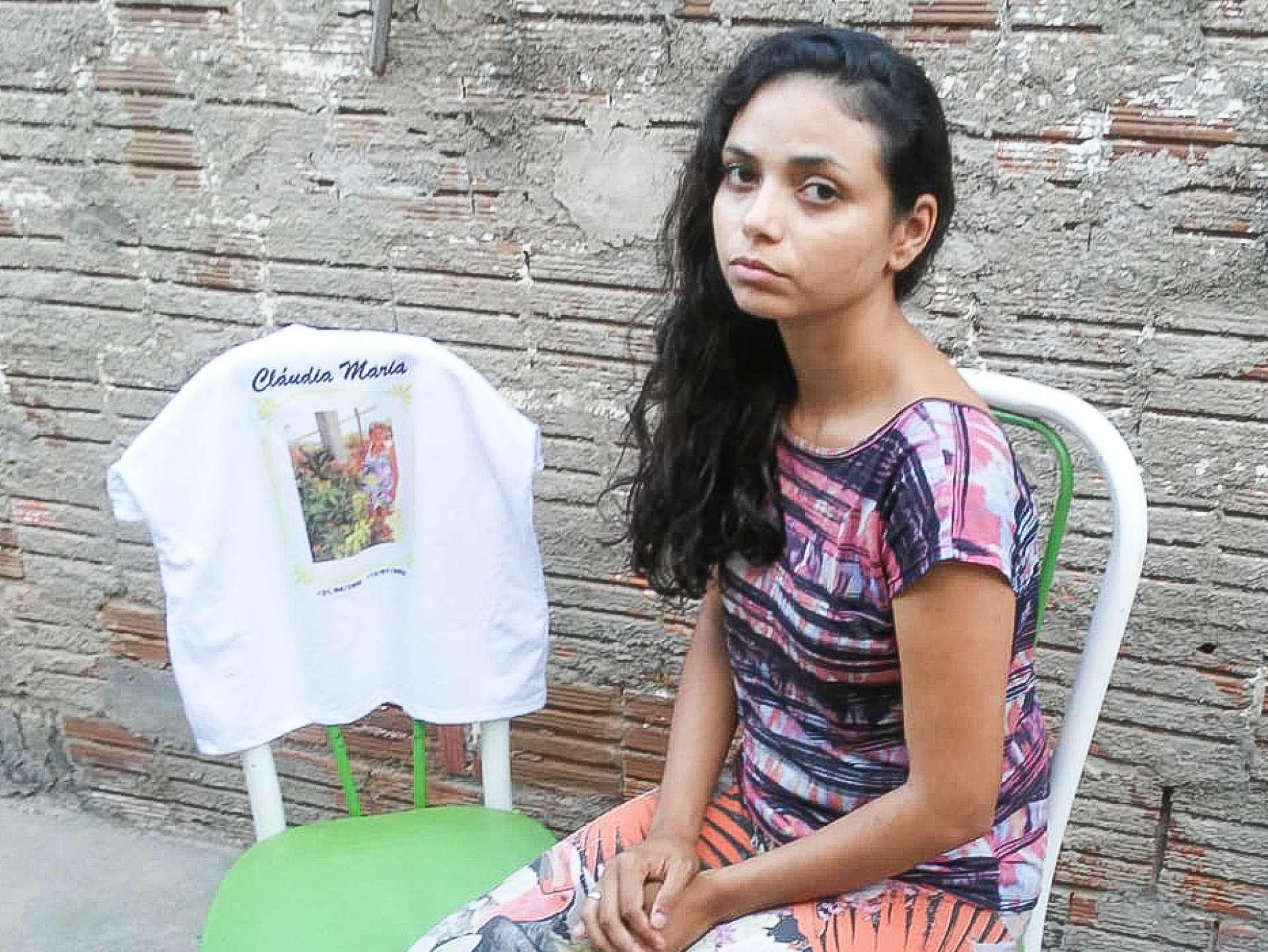 Mayana Morais, 26, perdeu a mãe para a Covid-19 (Foto: Deisa Garcêz/Especial para O Povo)