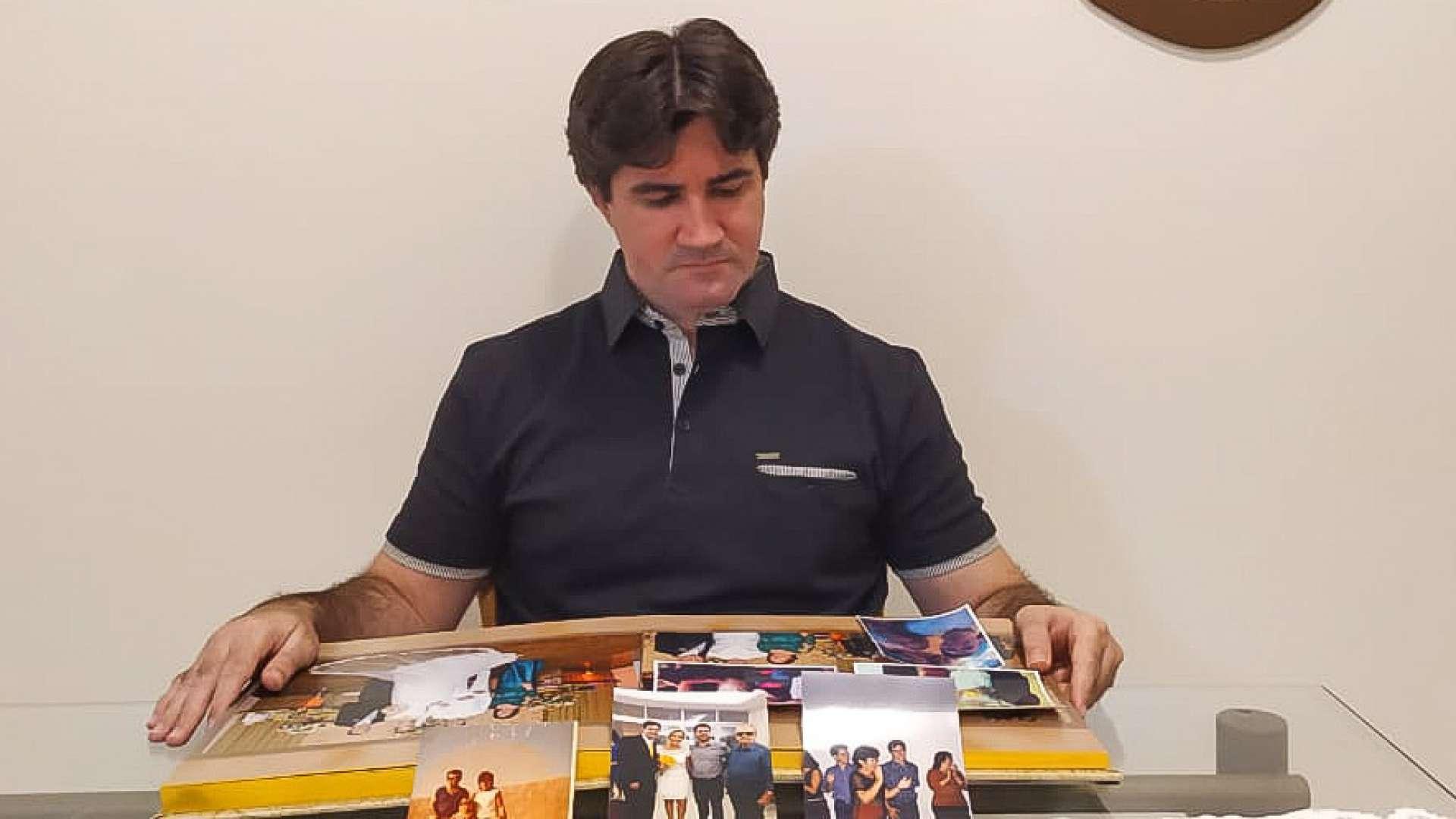 Rodrigo Mota, 40, perdeu pai e mãe para a Covid-19  (Foto Deisa Garcêz/Especial para O Povo)