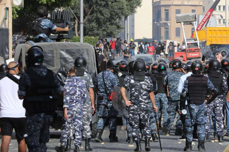 Manifestantes foram às ruas de Beirute neste sábado, 8, para criticar a posição do governo e pedir respostas sobre o incidente