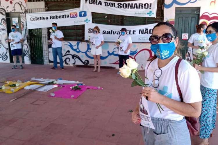 Os profissionais de saúde fizeram uma roda de conversa no pavilhão em frente à Ponte Metálica, utilizando máscara e respeitando o distanciamento social