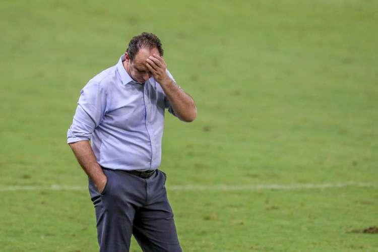 ROGÉRIO CENI fez substituições, mas Leão continuou previsível    (Foto: JL Rosa/O POVOA)
