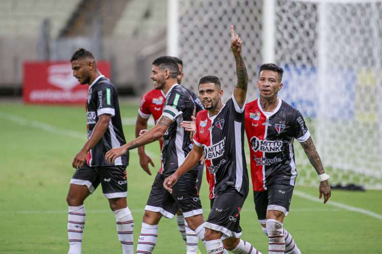 Ferroviário mandou quase todos os jogos de ida da primeira fase da Série C no Castelão  (Foto: Pedro Chaves/FCF)