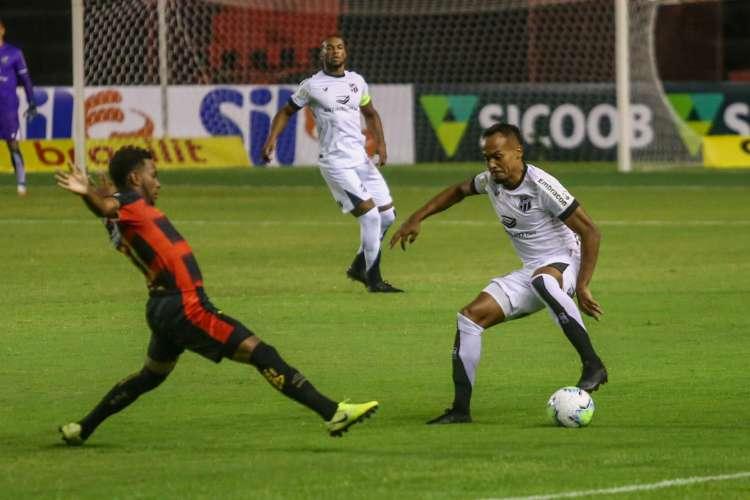 Vovô foi vazado quatro vezes nas duas primeiras partidas  (Foto: Felipe Santos/cearasc.com)