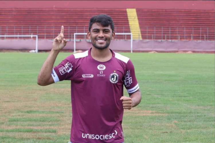 Volante Ronald tem 23 anos e jogou o Campeonato Catarinense de 2020 pelo Juventus de Jaraguá (Foto: Divulgação/Juventus)