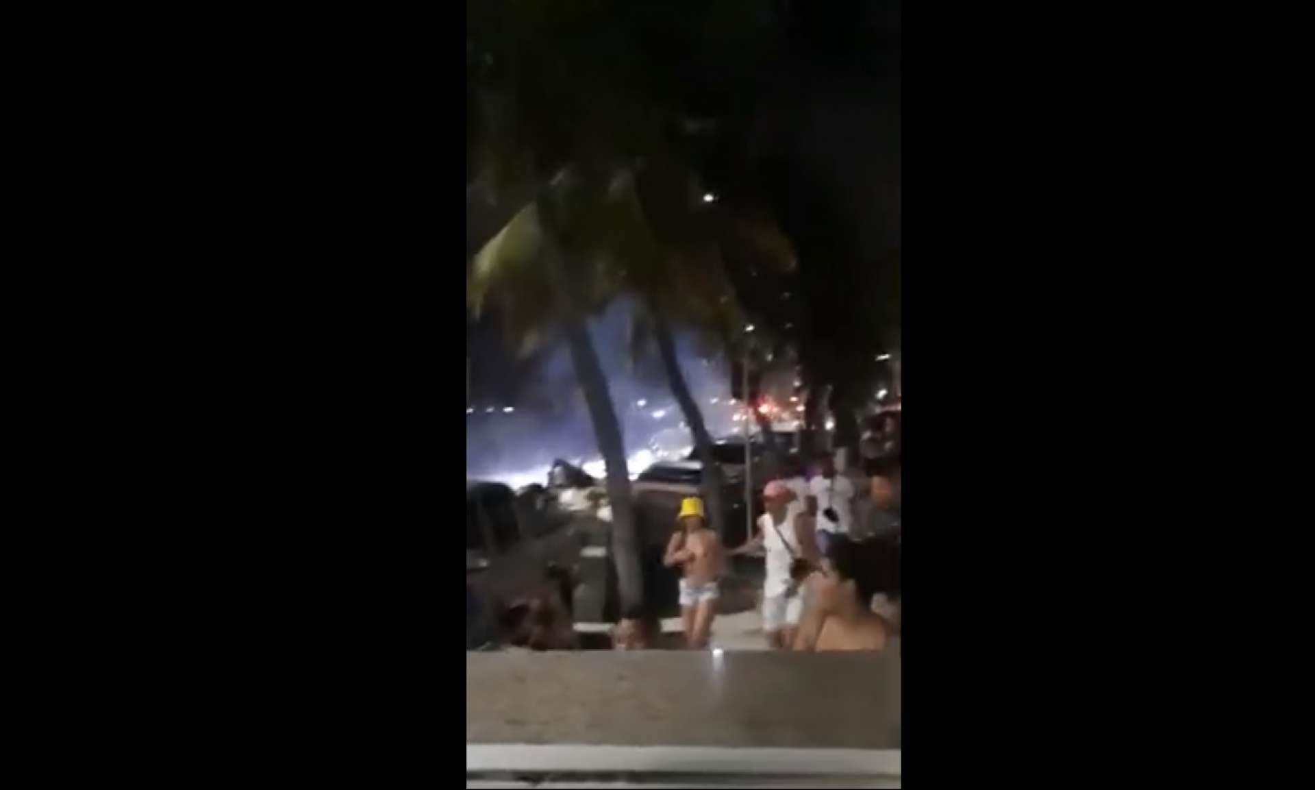 Correria na Praia de Iracema foi registrada na noite deste domingo, 9