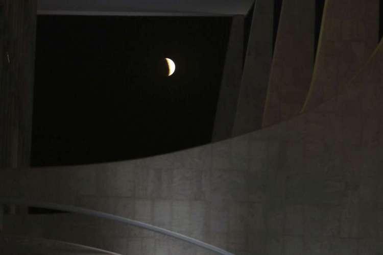 Eclipse parcial da Lua (Foto: Valter Campanato/Agência Brasil)