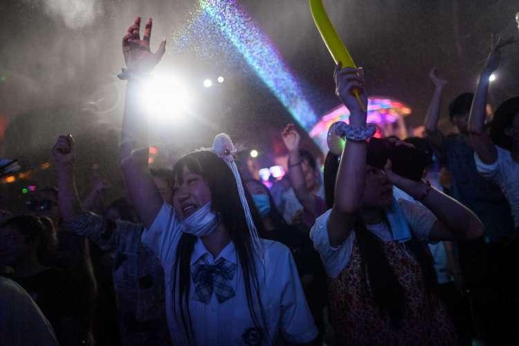 Festival de música em Wuhan, na província de Hubei, no centro da China, em 4 de agosto de 2020 (Foto: Hector RETAMAL / AFP)