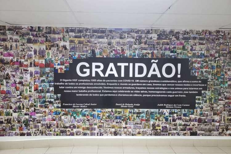 Mural com fotos dos profissionais que atuaram na linha de frente do HGF (Foto: Divulgação/HGF)