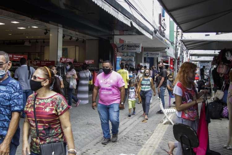 As lojas de rua funcionam das 9 h às 17 horas (Foto: Thais Mesquita)