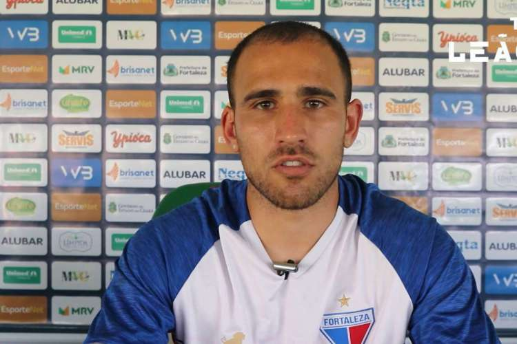 Franco Fragapane dá primeira entrevista como jogador do Fortaleza (Foto: Bruno Oliveira/TV Leão)