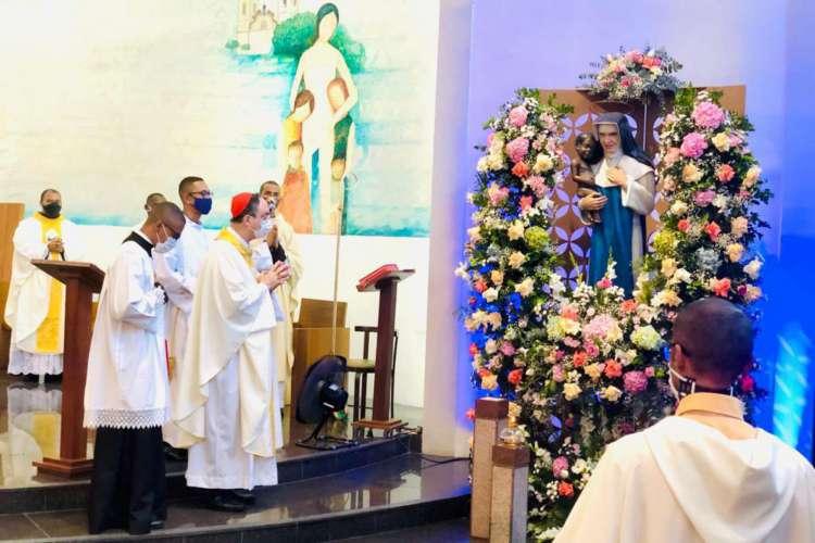O Cardeal Dom Sergio da Rocha presidiu a 1ª Missa Solene em honra à Santa Dulce dos Pobres no primeiro Santuário do mundo dedicado à ela (Foto: Ascom Obras Sociais Irmã Dulce/Divulgação)