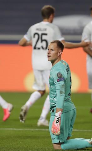 Ter Stegen lamenta gols sofridos pelo Barcelona (Foto: Manu Fernandez / AFP)