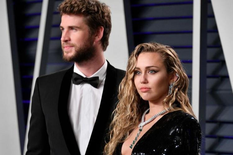 Cyrus e o ex-marido, Liam Hemsworth (Foto: Dia Dipasupil/AFP)