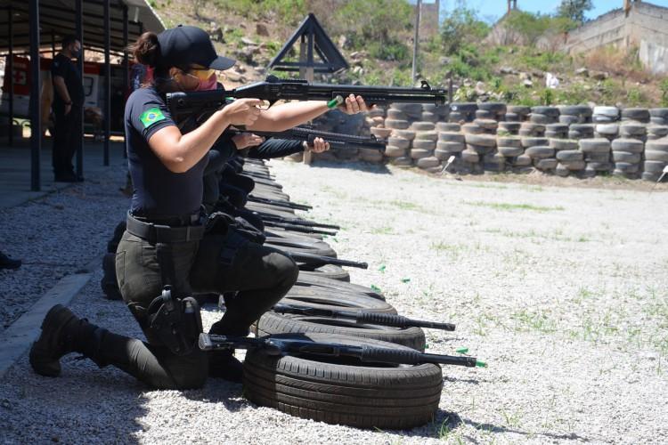 Curso em Aperfeiçoamento de Armamento e Tiro (C.A.A.T) foi exclusivo para mulheres das forças de segurança do Ceará (Foto: Divulgação/SSPDS)
