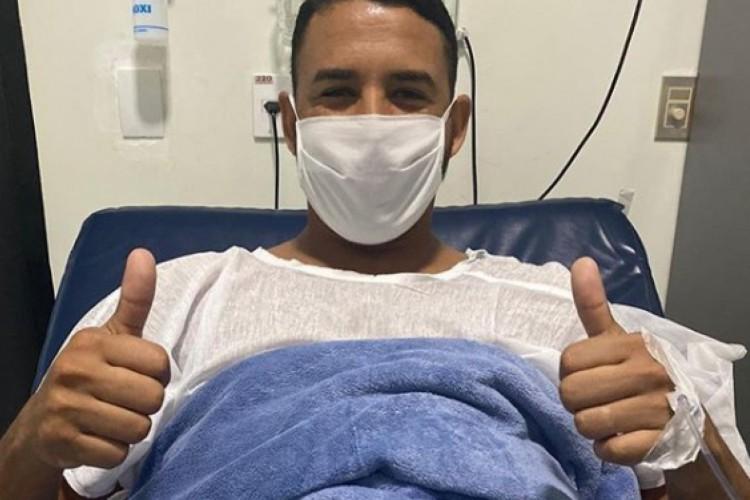 Michel divulgou foto do pós-cirurgia em sua conta no Instagram  (Foto: Reprodução/Instagram)