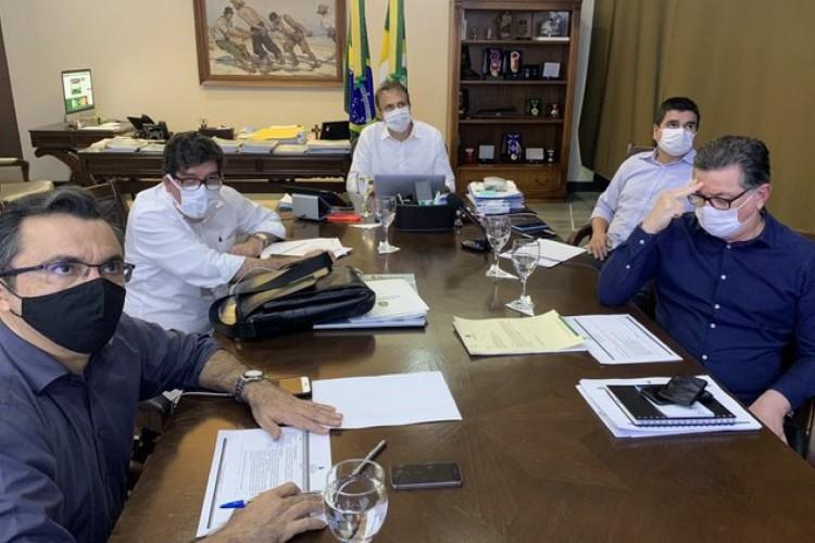 Camilo divulgou novas diretrizes da reabertura no Ceará após reunião do Comitê Científico nesta sexta-feira, 14  (Foto: Reprodução/Twitter)