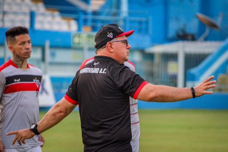 Marcelo Vilar, treinador do Ferroviário, comandando treinamento (Foto: Lenilson Santos/Ferroviário AC)