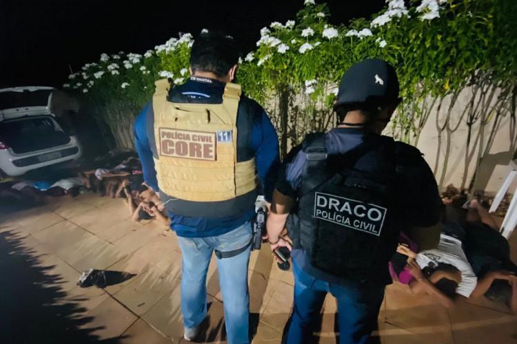Um total de 16 pessoas foram presas pela Polícia Civil, em festa no Porto das Dunas. Foto: Polícia Civil do Ceará (Foto: Foto: Polícia Civil do Ceará)