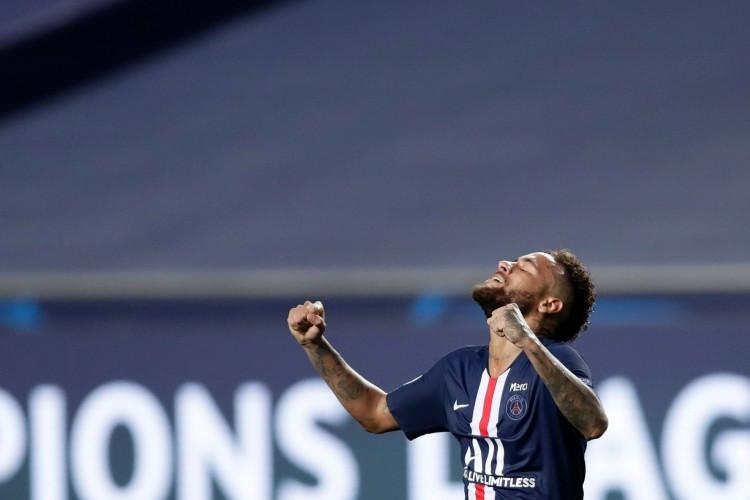 Neymar tenta levar Paris Saint-Germain ao título inédito da UEFA Champions League, após trajetória turbulenta no PSG (Foto: Manu Fernandez / AFP)