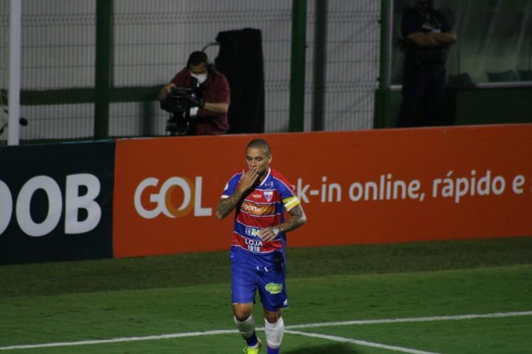 Wellington Paulista, atacante do Fortaleza, após marcar contra o Goiás (Foto: Márcio Persivo/Fortaleza EC)