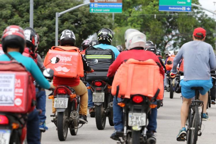 Em média, brasileiros gastam até R$ 100 por mês com serviços de entrega da Rappi. Gastos com delivery aumentaram 187% em 2020 por conta da pandemia (Foto: Fabio Lima/O POVO)