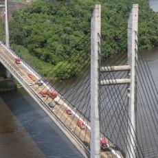 A ponte entre o Brasil e o território francês foi anunciada em 1997, ficou pronta em 2011, mas só começou a funcionar em 2019, quando o lado brasileiro terminou de construir a estrutura alfandegária