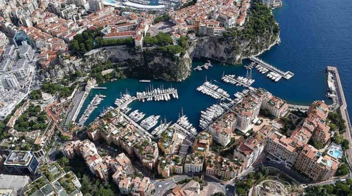 O principado de Mônaco, no Mediterrâneo, é conhecido pelo luxo e pelo alto custo de vida