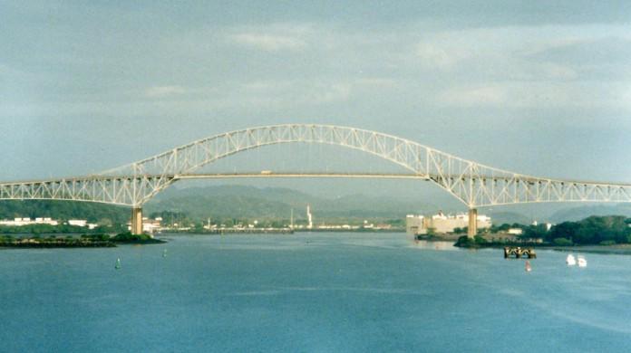 Por 42 anos, a porção norte da América e a porção sul não tinham conexão terrestre. Então, foi construída a ponte das Américas