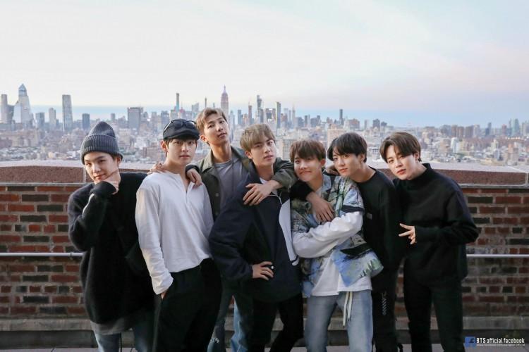 O grupo BTS lança álbum e marca novo recorde (Foto: Reprodução/ Twitter/ BTS)