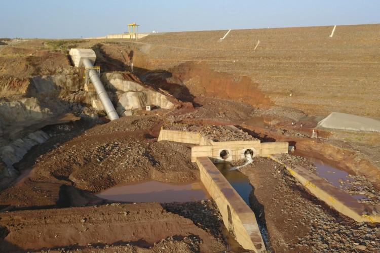 Jati, Ceará - 21.08.2020 Rompimento da tubulação de barragem que recebe água da Transposição do Rio São Francisco no Ceará, em Jati (Foto: Francelio Cardoso)
