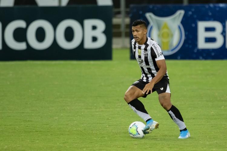 Fernando Sobral é peça fundamental para o esquema de Guto Ferreira no Ceará (Foto: Aurelio Alves)