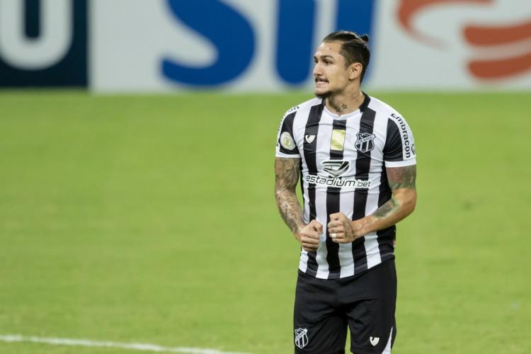 Vina tem se destacado com gols e assistências no Ceará  (Foto: Aurelio Alves/ O POVO)