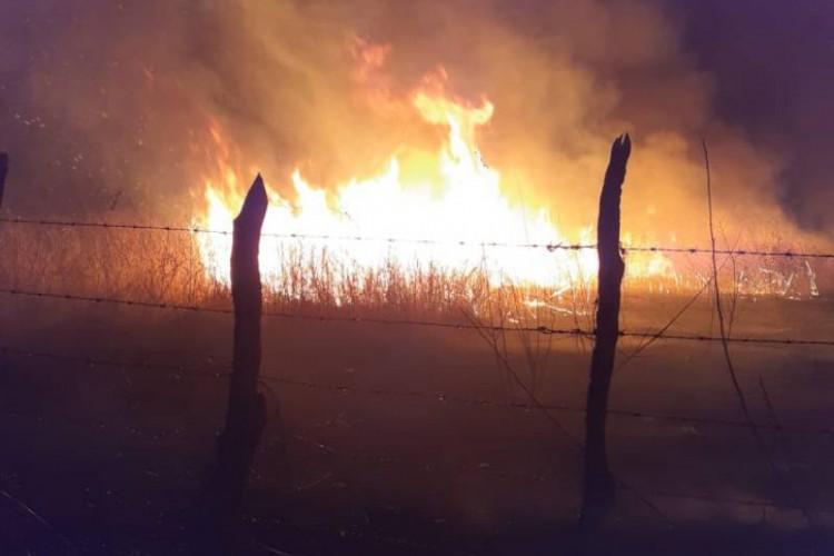 Incêndio em Iguatu foi contido após uso de 10 mil litros de água (Foto: Companhia de Bombeiros Militares de Iguatu)