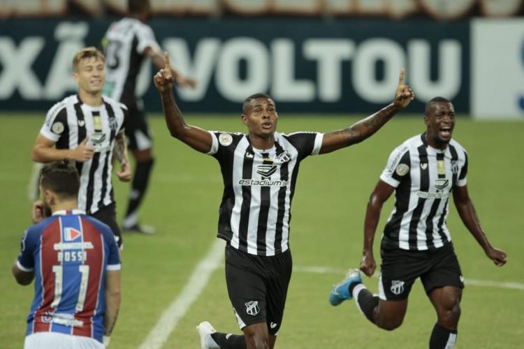 No Castelão, Ceará recebeu o Bahia pela quinta rodada da Série A do Campeonato Brasileiro. Cléber marcou o primeiro gol do Vovô (Foto: Aurélio Alves / O POVO)