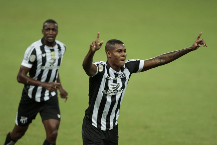 Cléber tem cinco gols pelo Vovô nesta temporada  (Foto: Aurélio Alves / O POVO)