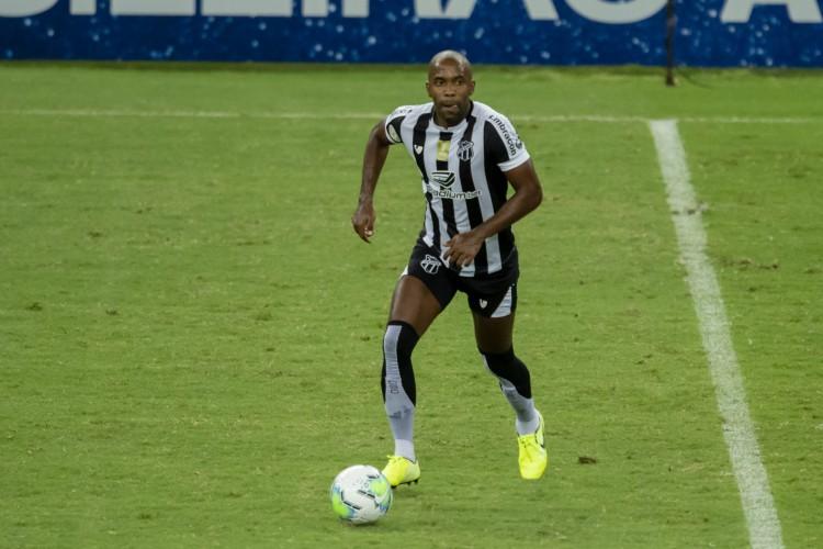 Sem Samuel Xavier e Eduardo, Fabinho deve assumir vaga na lateral direita (Foto: Aurelio Alves/ O POVO)